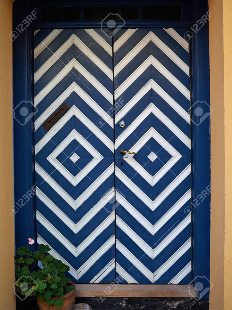Artisanat coloré traditionnel vintage en bois blanc bleu porte d'entrée Danemark