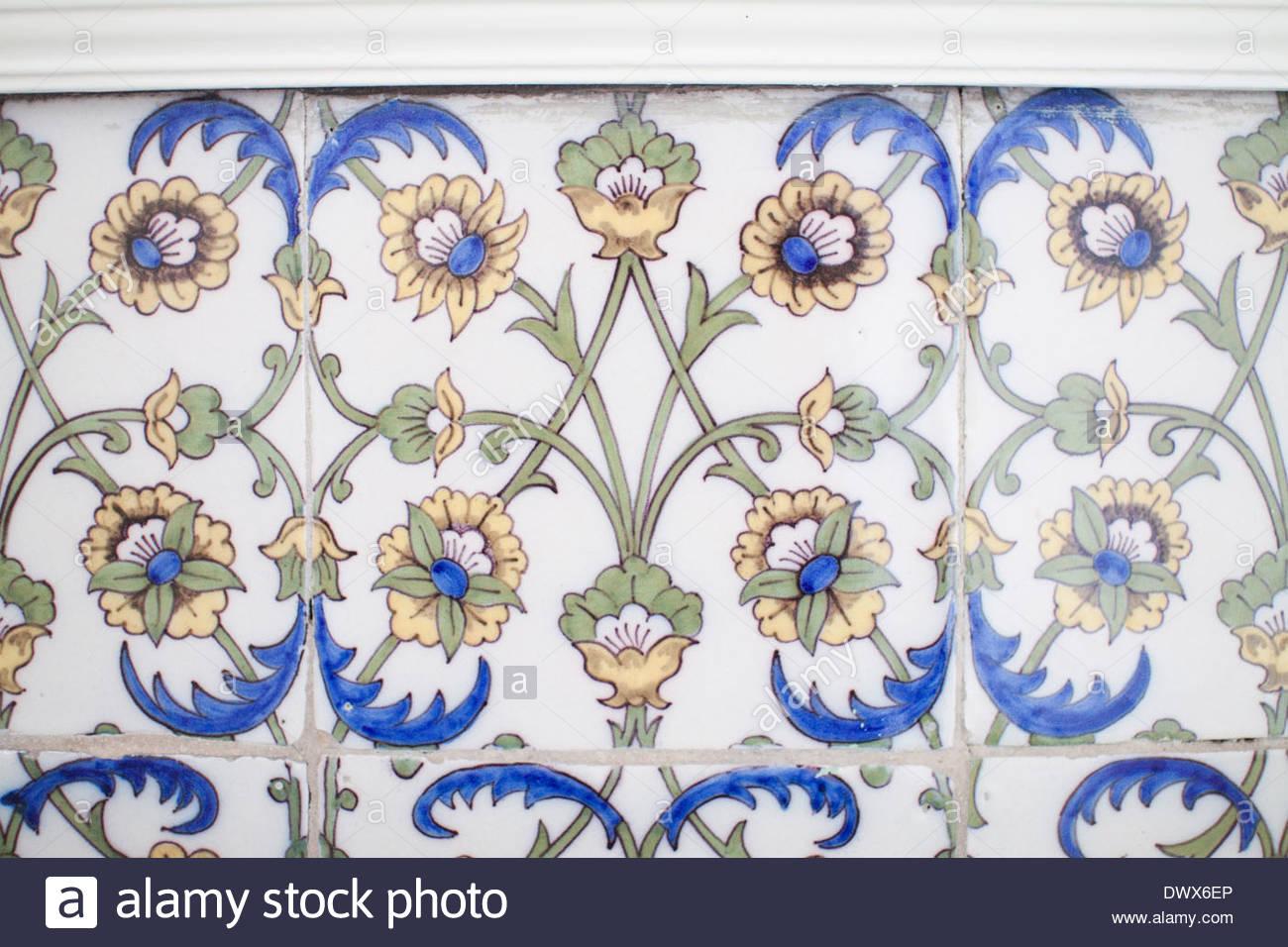 Carreaux de Delft dans un manoir anglais, à Cornwall, dans l ...