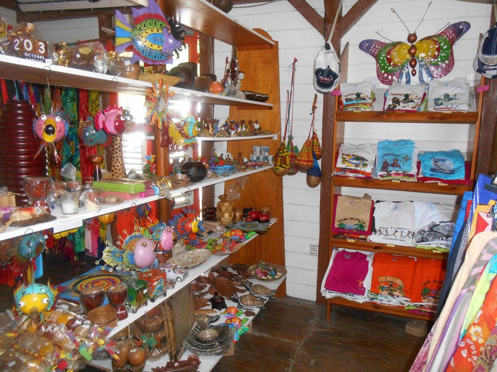 Boutiques de souvenirs et vêtements de Bouillante en Guadeloupe