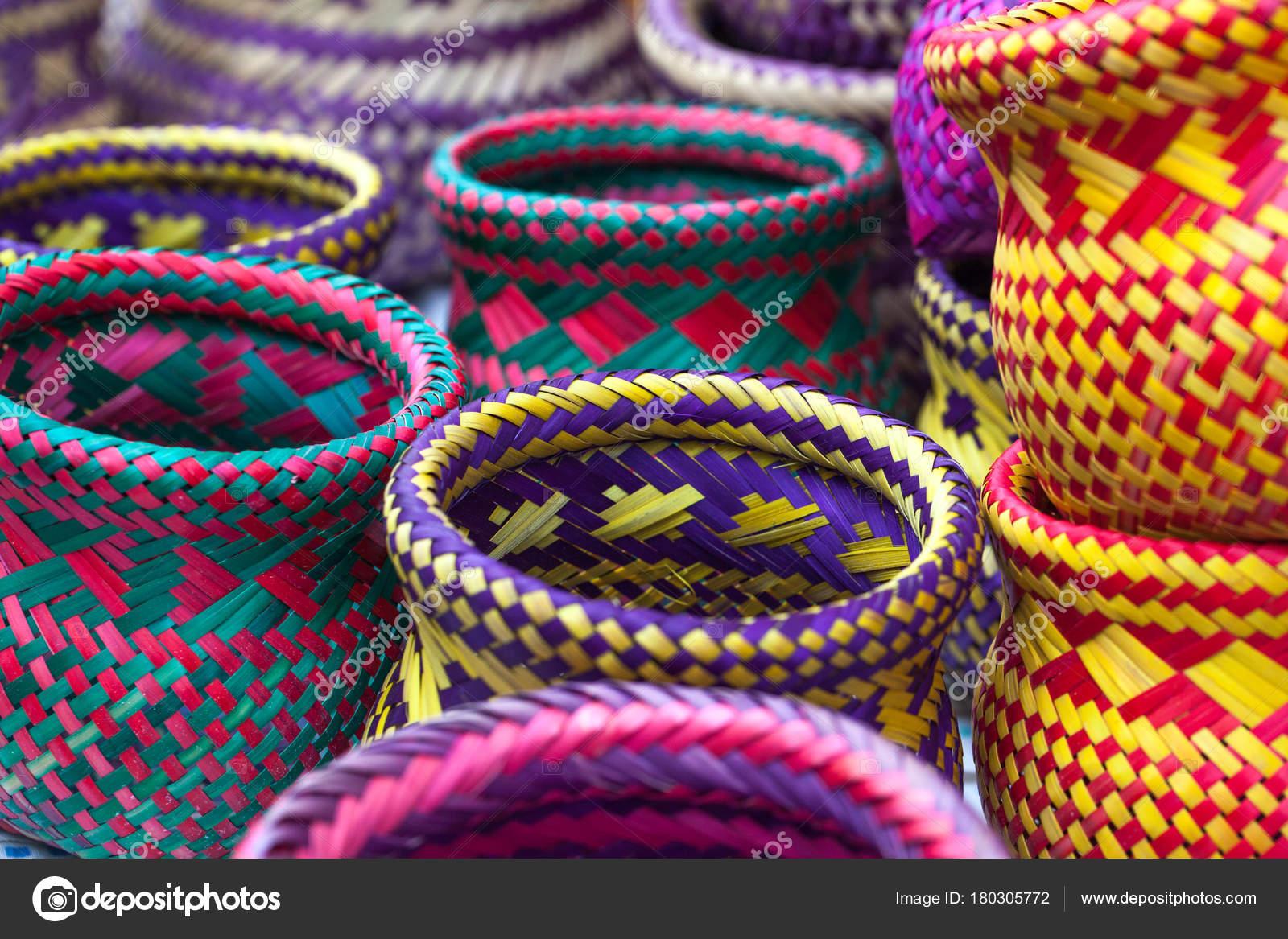 Artisanat indien fait par les indigènes de Paraty — Photographie ...
