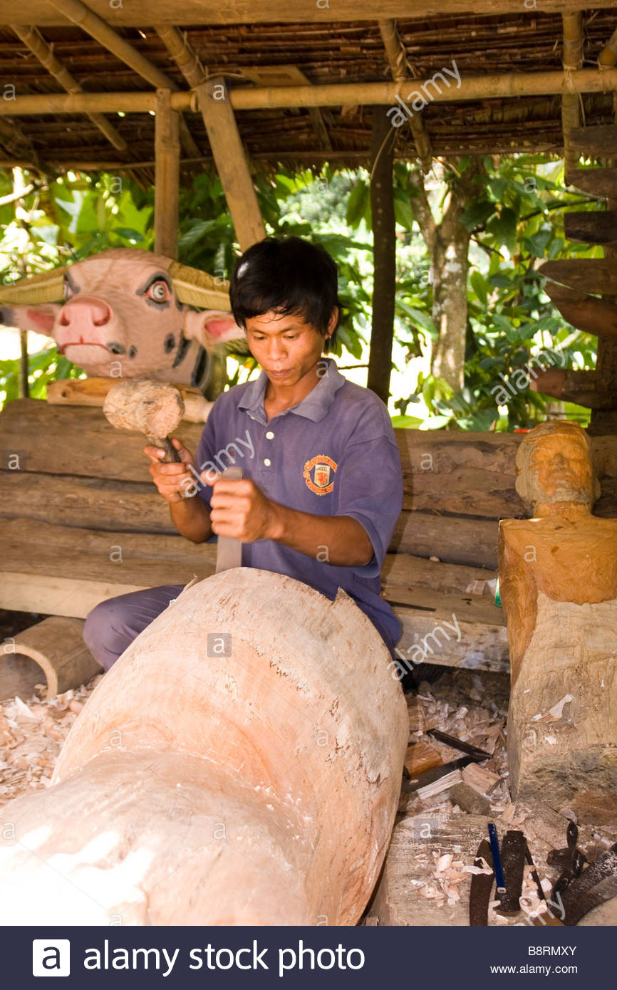 Pictorial Gallery of Indonesian Artisans: here a carver at ...