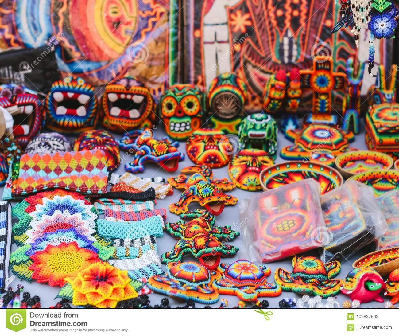 Souvenirs Et Artisanat Perlés Colorés Mexicains Dans ...