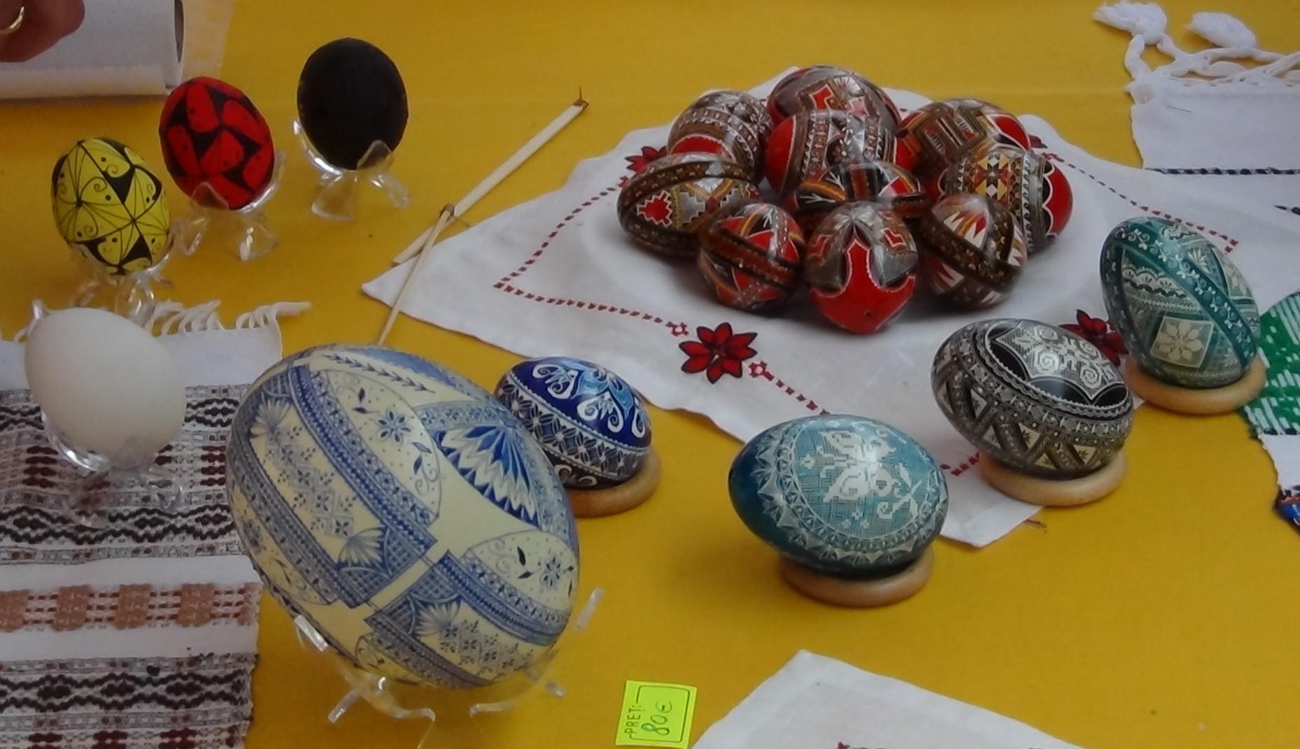 Artisanat roumain sur le marché de Bricquebec – Les Amis du ...
