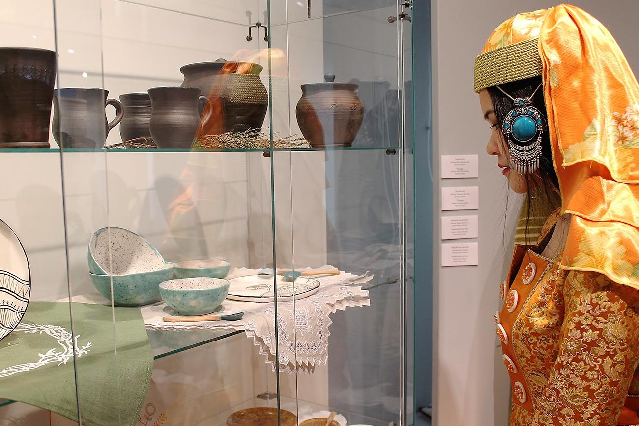 Souvenir russe: l'artisanat des régions de Russie s'expose à Paris ...