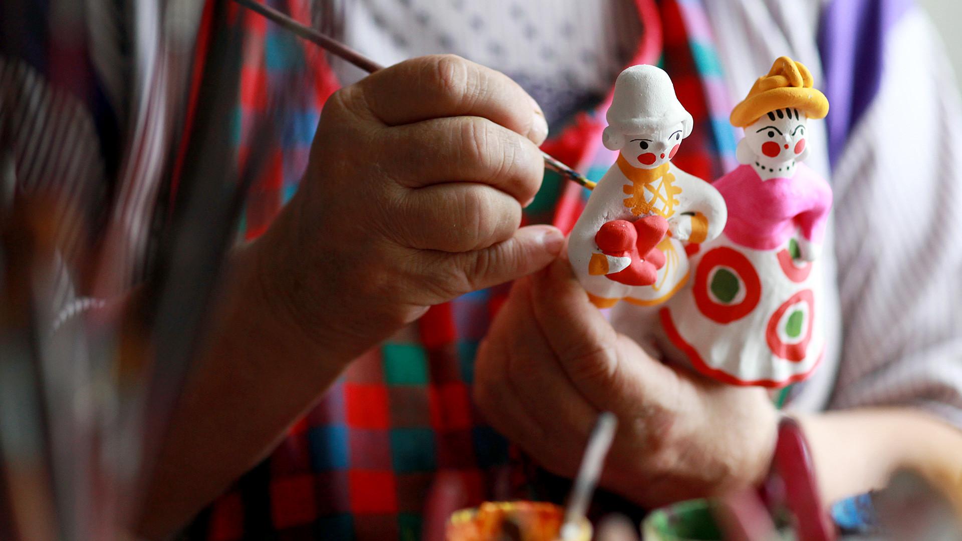 Guide de l'artisanat russe: des matriochkas à la porcelaine ...