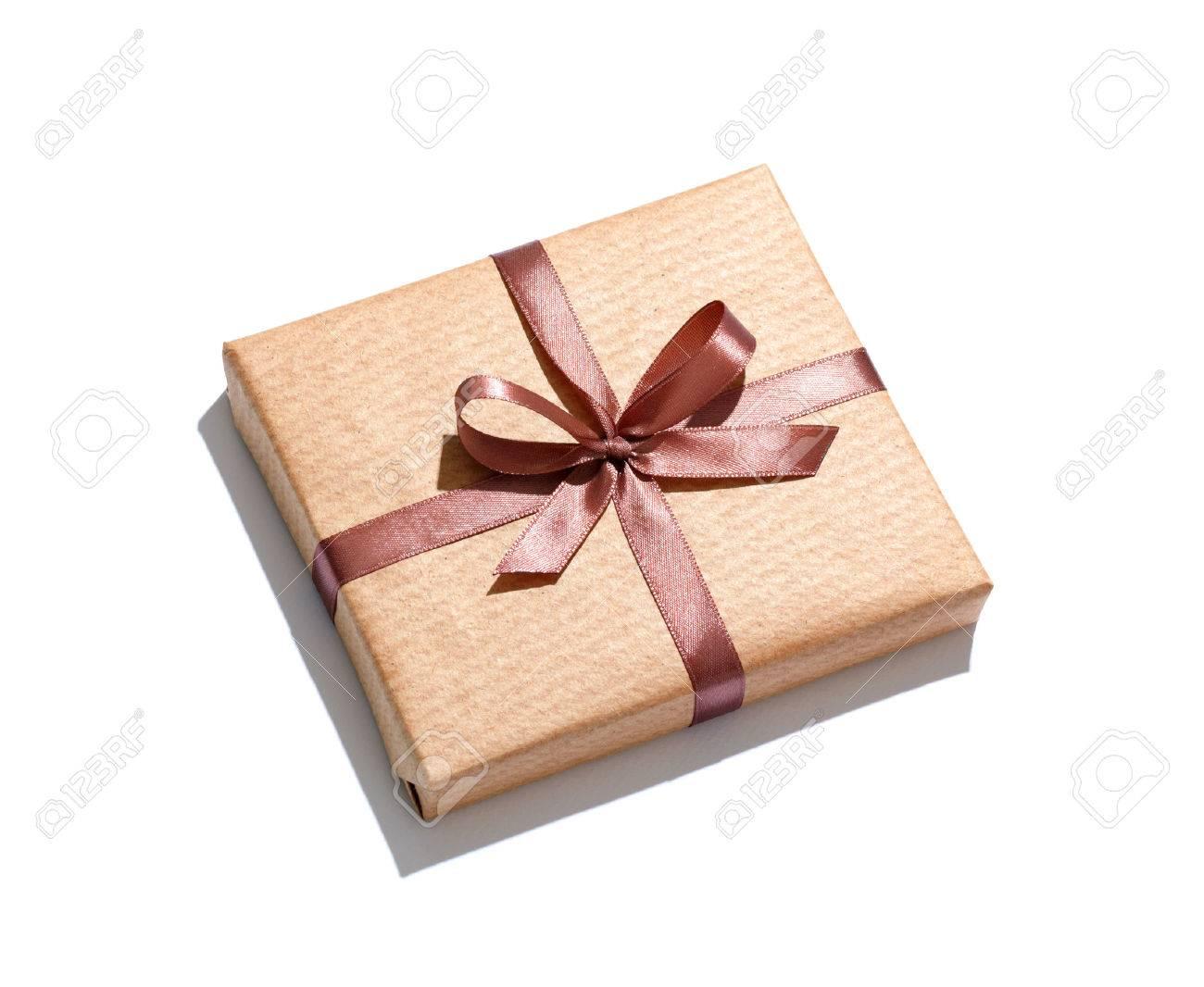 Coffret cadeau Artisanat isolé sur fond blanc.