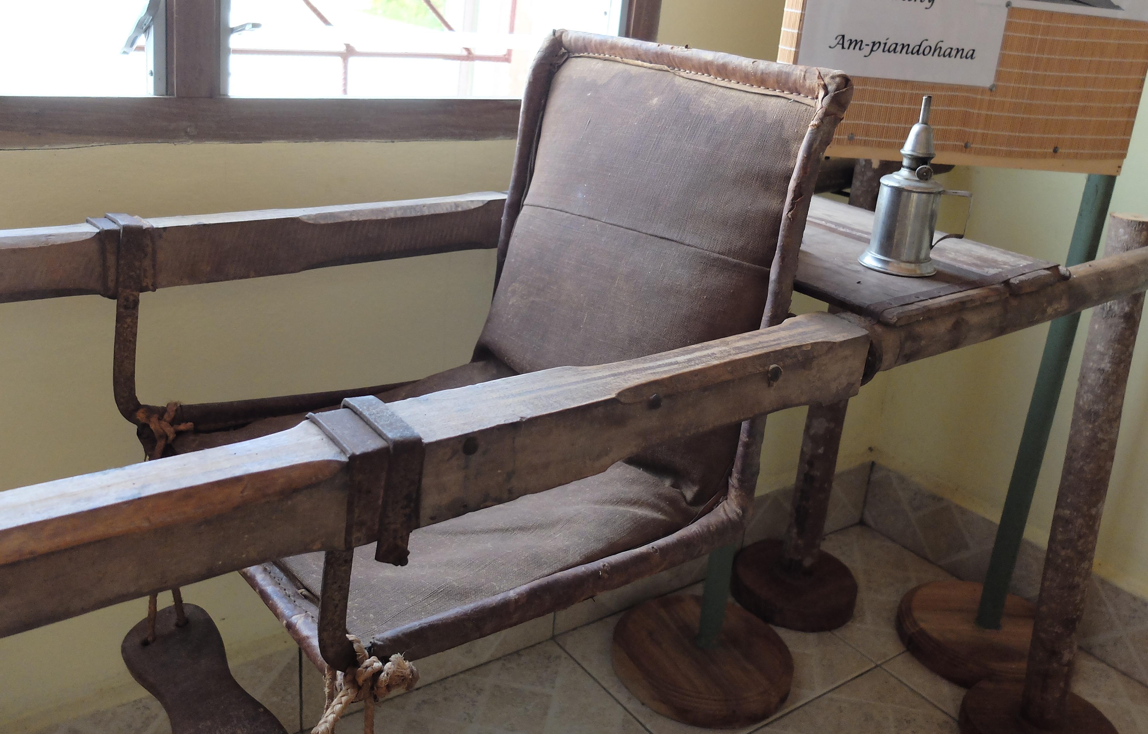 Chaise à porteurs - MUSAROI - Musée Virtuel des Arts de l'Océan Indien