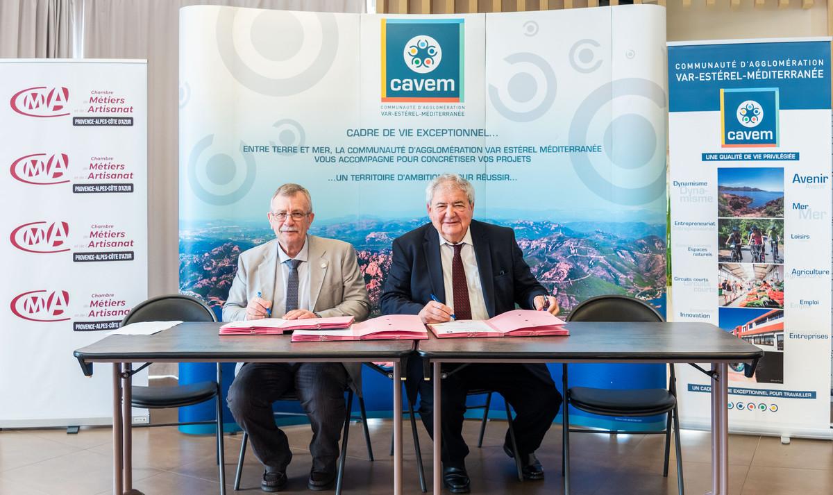 Signature de la convention-cadre de partenariat avec la Chambre de ...