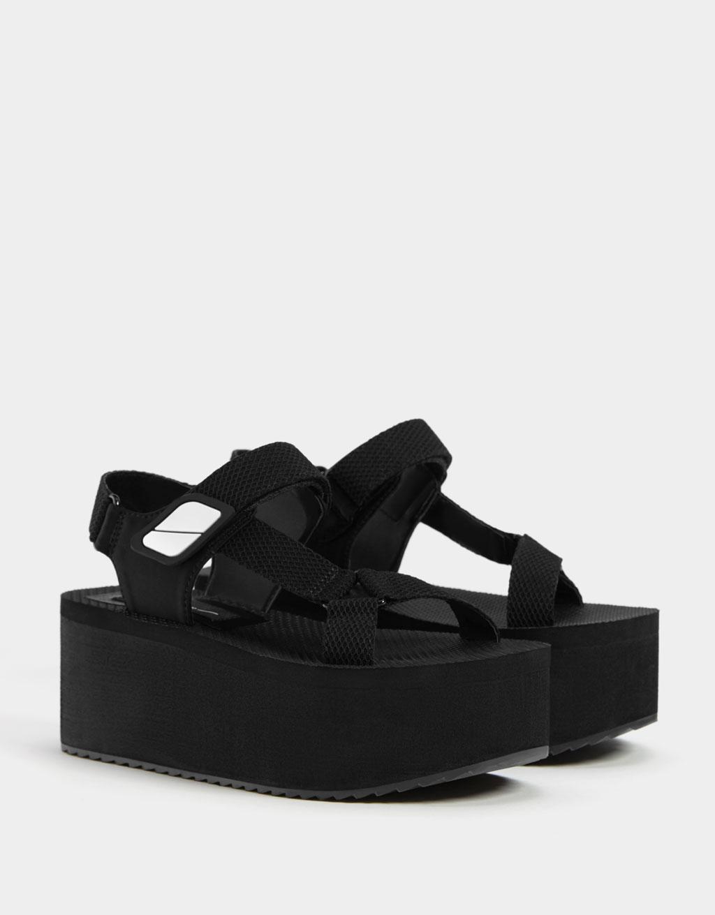 Sandales sport à plate-forme et lanières - Chaussures - Bershka France
