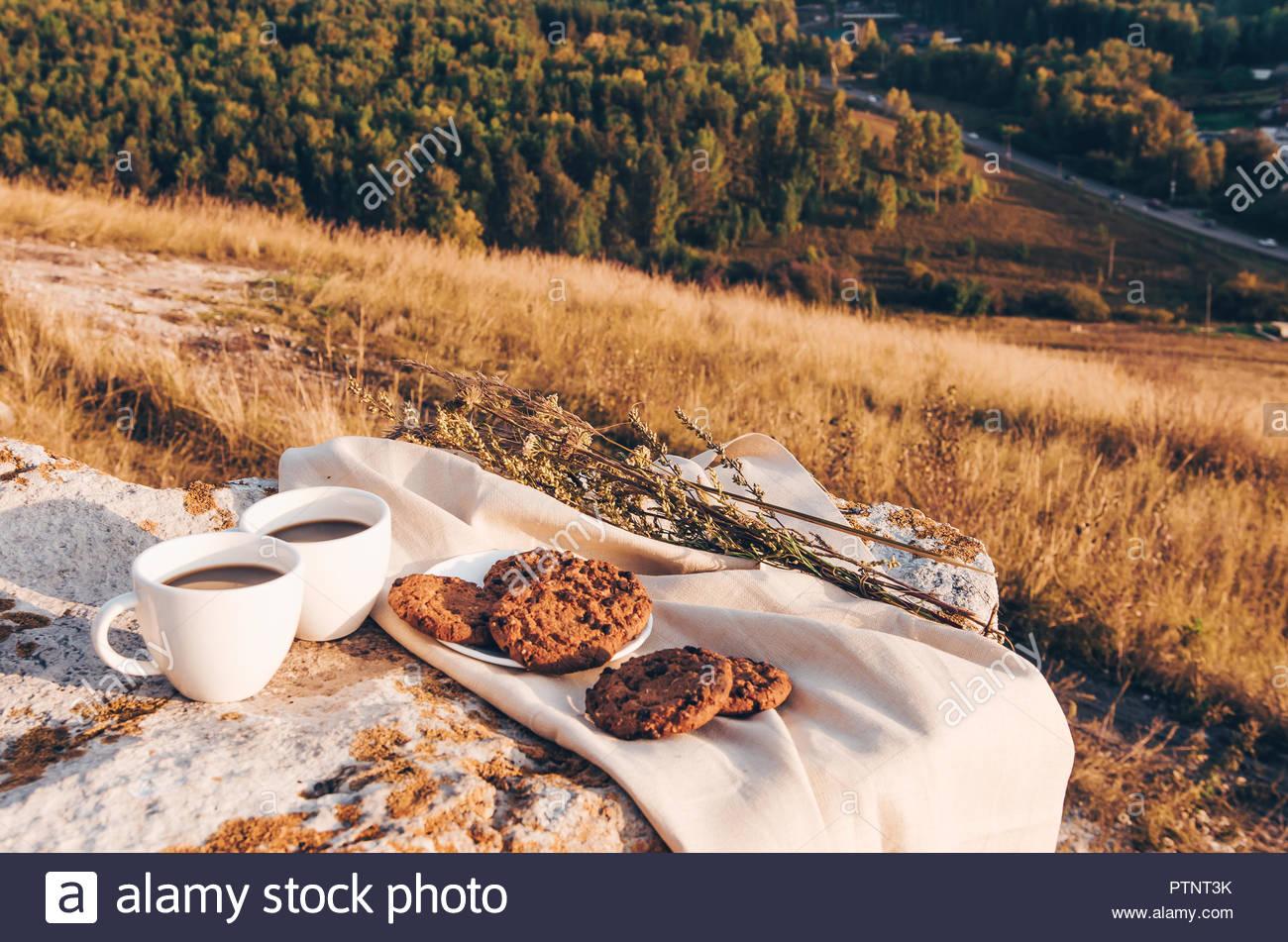 un café a la campagne